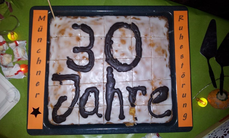 Kuchen zum 30. Bestandsjahr